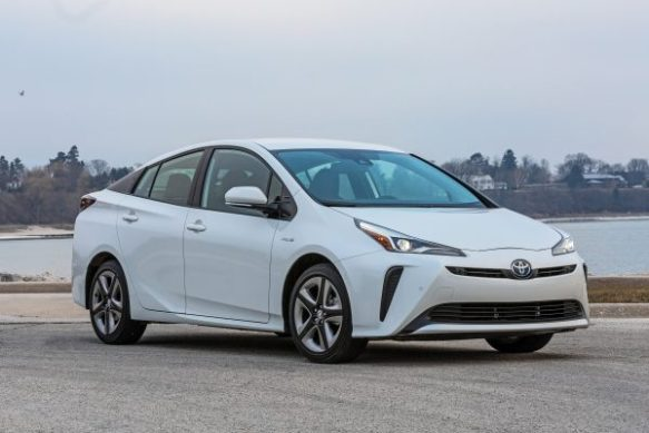 2020_Prius_Limited_05-600x400